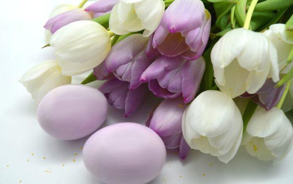 Декор тюльпанами на Пасху